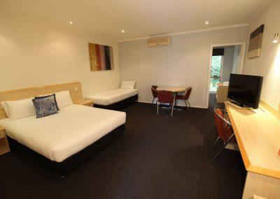 Red-Bridge-Motor-Inn-Family-room-(2)