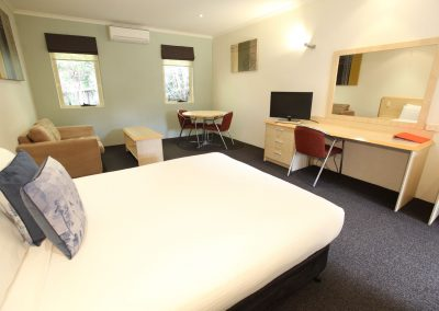 Red-Bridge-Motor-Inn-Queen-Executive-room